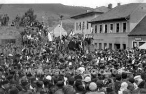 visoko-1932.-g.-skup-u-toku-izgradnje-sokolskog-domaizgradnja-sokolskog-doma