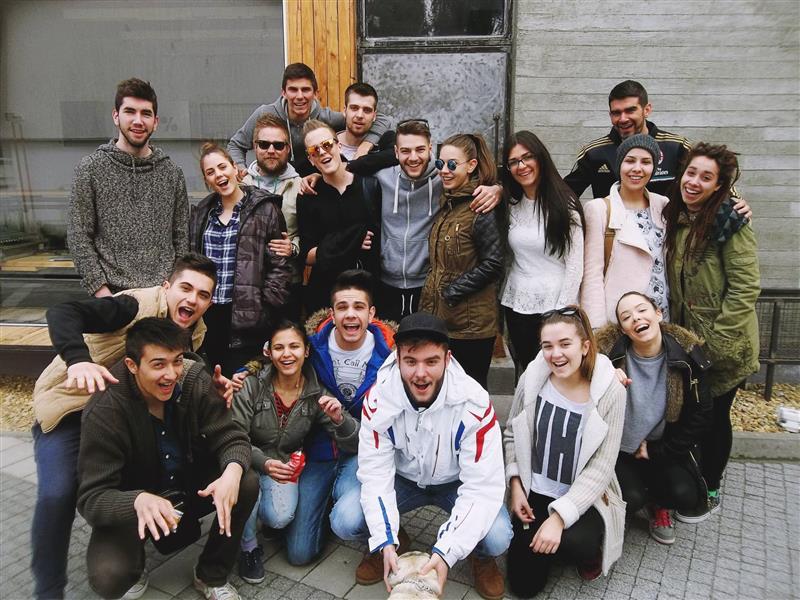Faris Pinjo sa prijateljima u pripremi za sudijsku kuću